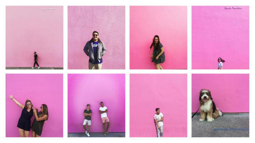 La tienda insignia de Paul Smith en L.A., en Melrose Avenue, es un popular sitio para Instagram, famoso por su pared rosada (@jeoffreyromano, @pacuna5, @Anadiazdecossio, @haiyliao, @laurenaissa, @iopippo, @himr.lac, @mypupvada).