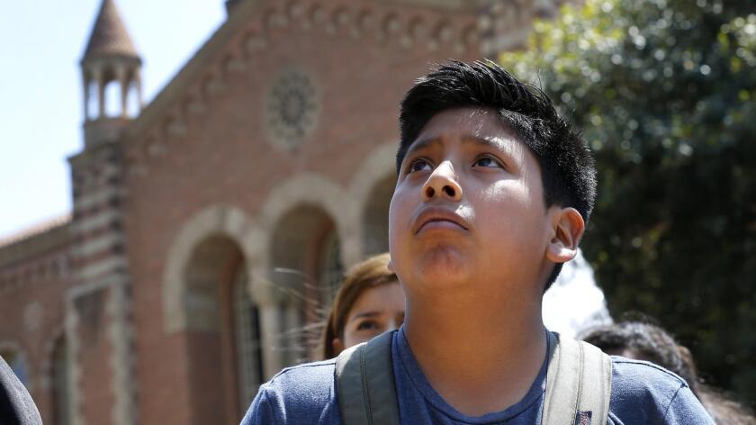 Jesús Pérez, de 13 años, está en el octavo grado en la secundaria Mountain View Middle School en Moreno Valley. El está mejorando su inglés y recientemente visitó la universidad de UCLA.
