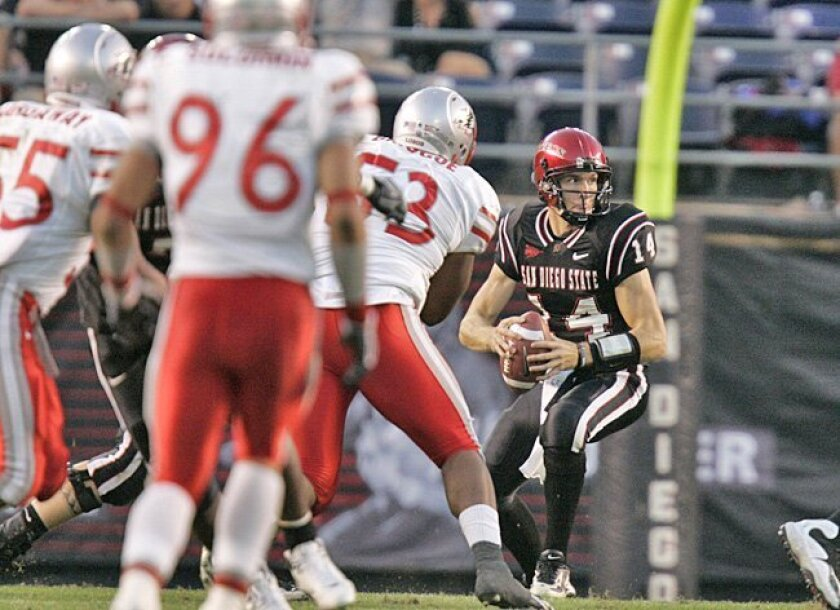 Quarterback Ryan Lindley threw for 253 yards and three TDs to lead the Aztecs over New Mexico.