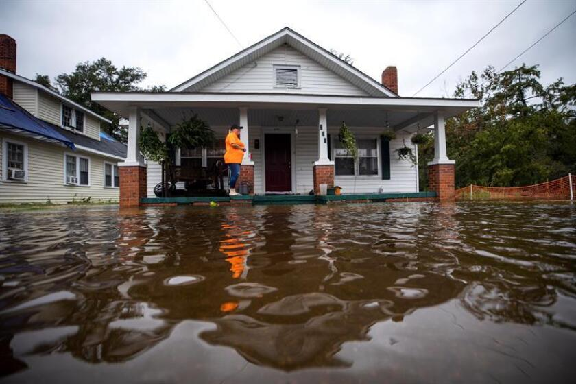 Dawn Davis stands on the porch of her home as floodwaters from Hurricane Florence rise in Lumberton, North Carolina USA. The Cape Fear River Valley, like many other river systems in eastern North Carolina, are expected to flood at record levels. EFE