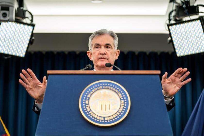 El presidente de la Reserva Federal, Jerome H. Powell, anuncia la decisión de la Fed de elevar las tasas de interés en un cuarto de punto durante una conferencia de prensa, tras una reunión del Comité Federal de Mercado Abierto, en Washington (EE.UU). EFE/Archivo