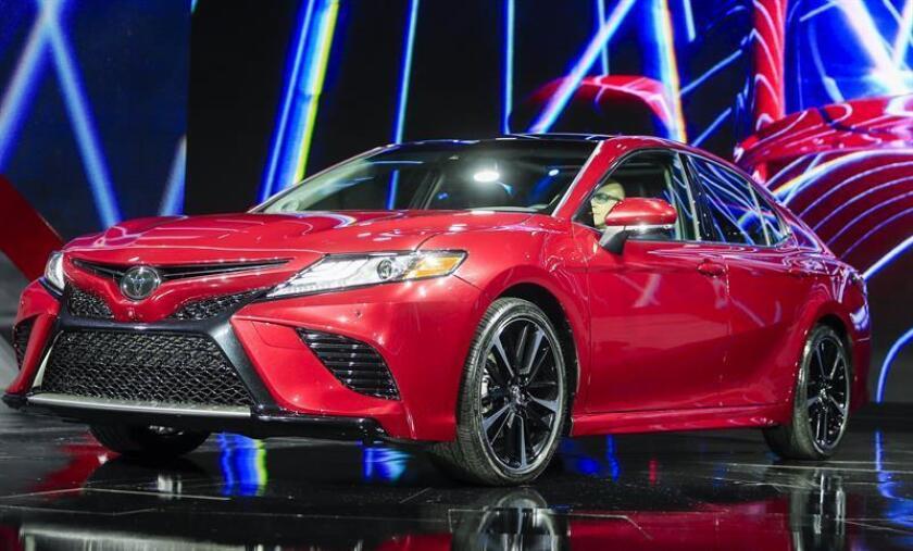 Toyota desveló hoy en el Salón Internacional del Automóvil de Norteamérica (NAIAS) en Detroit la nueva generación de la berlina Camry, el vehículo del segmento de más ventas en Estados Unidos, con una apariencia más agresiva. EFE