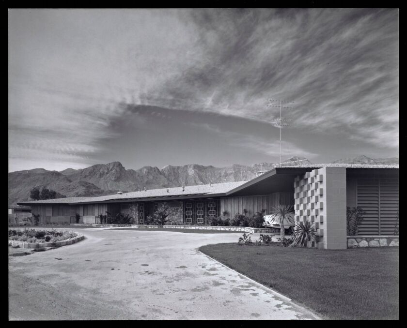 A view of a low-slung Modernis home in the desert of Palm Springs by architect Paul R. Williams.