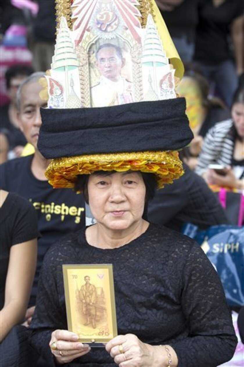 El príncipe heredero de Tailandia, Vajiralongkorn, podría ser proclamado rey a partir del viernes, ocho días después del fallecimiento del monarca Bhumibol Adulyadej, anunció hoy el primer ministro, el general Prayut Chan-ocha.