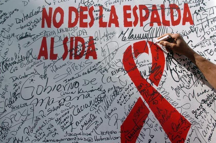 El Día Mundial de la Lucha contra el Sida se conmemora el primero de diciembre de cada año, y se dedica a dar a conocer los avances contra la pandemia de VIH/Sida causada por la extensión de la infección del VIH. EFE/Archivo