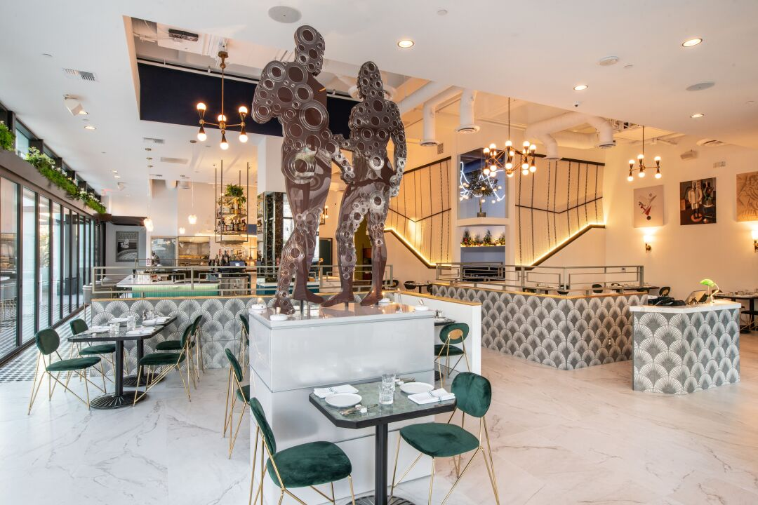 Il Dandy's dining room and its striking Bronzi di Riace sculpture.