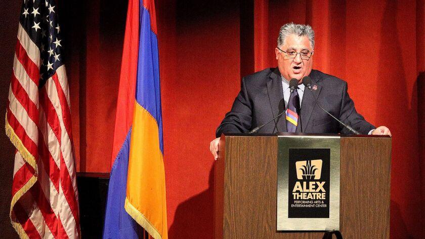 California Senator Anthony Portantino, who has been taking Armenian language classes at GCC, does hi
