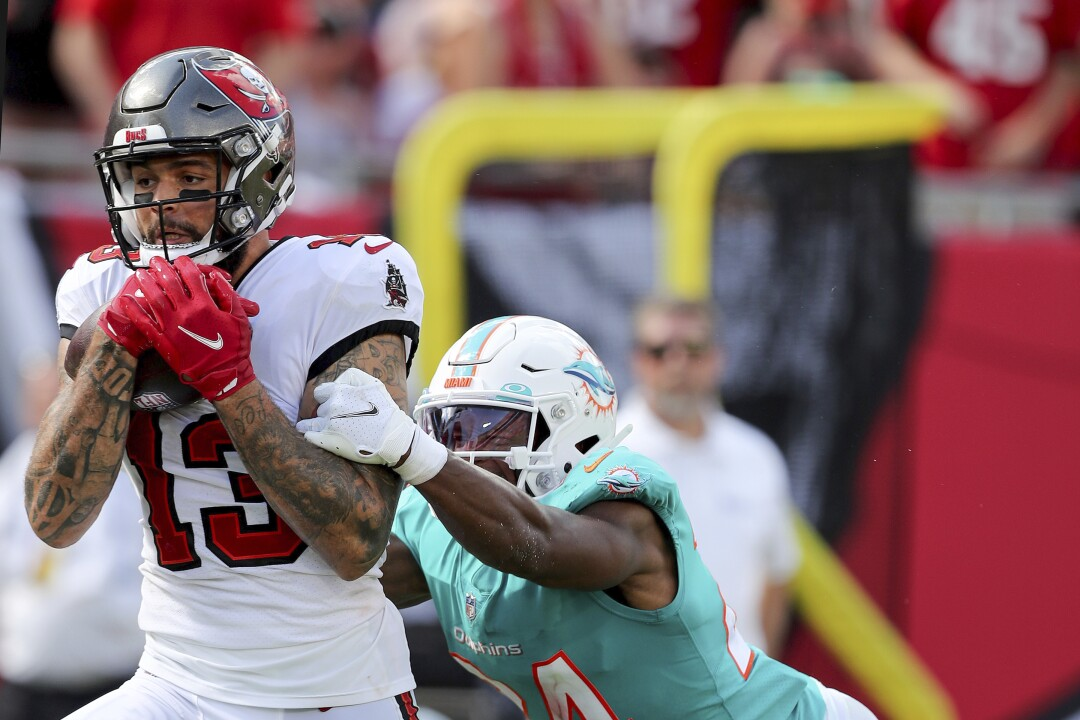 Tampa Bay Buccaneers wide receiver Mike Evans makes a touchdown reception in front of Miami Dolphins cornerback Byron Jones.