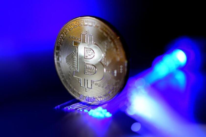 El estado de Ohio se convirtió hoy en la primera administración del país en aceptar pagos en bitcóin, una criptomoneda creada en internet que utiliza un sistema de intercambio de dinero universal y que hasta ahora no había sido respaldada por ningún Gobierno ni entidad financiera. EFE/Archivo