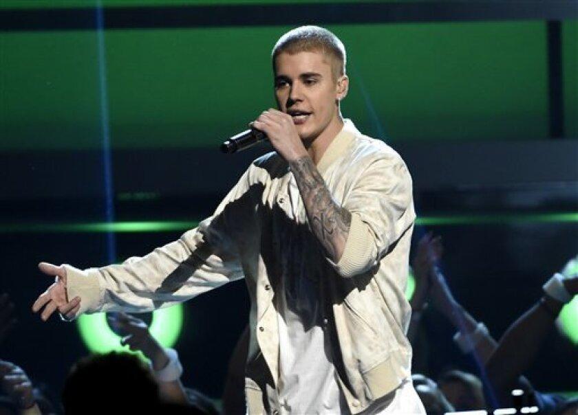 """El cantante canadiense Justin Bieber se presentará el próximo año en México como parte de su gira """"Purpose World Tour"""", informó hoy la empresa organizadora del evento."""
