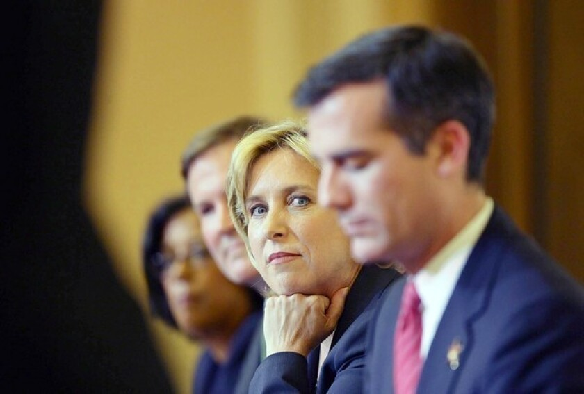Eric Garcetti edges Wendy Greuel in L.A. mayoral race fundraising