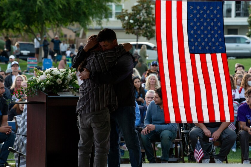 Community members in Escondido mourned the loss of two SDPD detectives, Ryan Park and Jamie Huntley-Park.