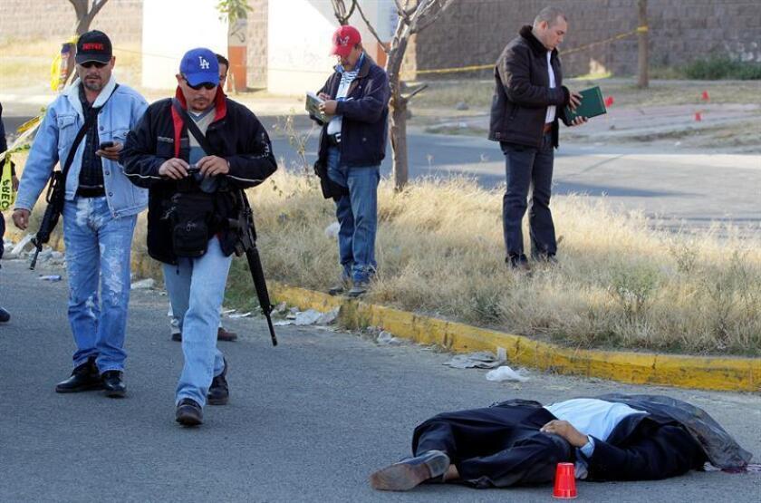 Fotografía de archivo fechada el 9 de diciembre de 2016, de un ataque de un grupo armado en el municipio de Tlajomulco, en el estado de Jalisco (México). EFE/Archivo
