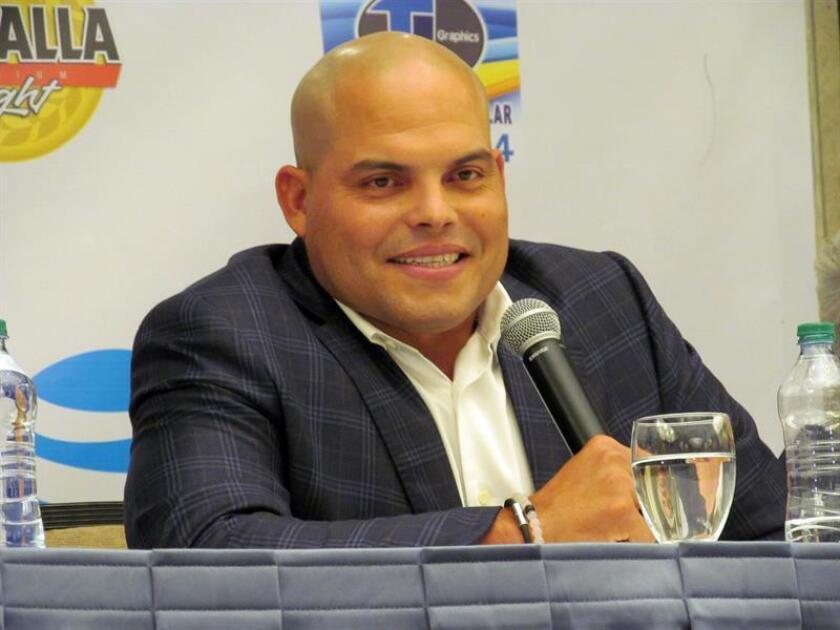 """El expelotero puertorriqueño Iván Rodríguez, recién elegido al Salón de la Fama del Béisbol, dijo hoy que prefiere que dicho deporte """"se juegue como antes"""", específicamente a las reglas impuestas a los corredores cuando vayan al plato y a los receptores que defiendan la posición. EFE"""