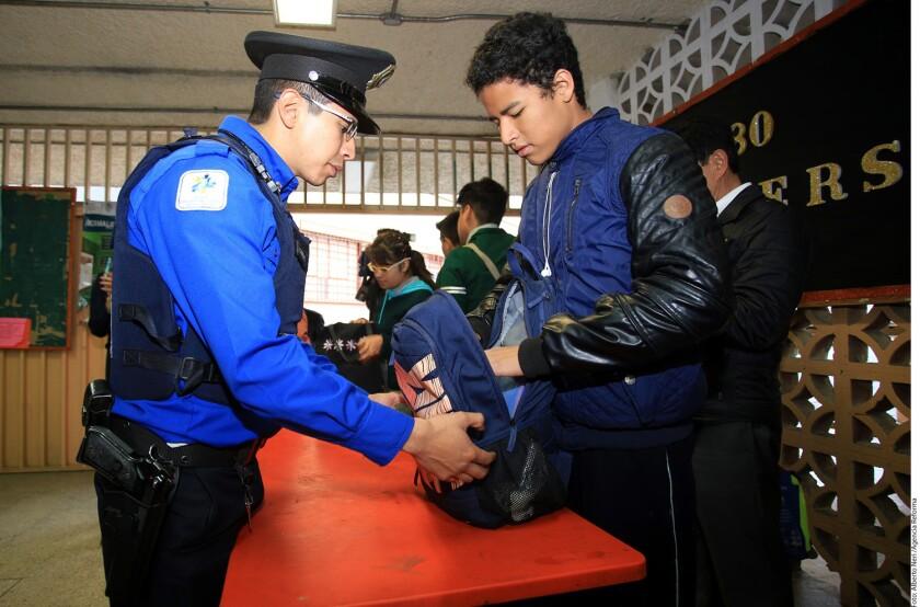 Tras balacera en colegio de Monterrey, Municipios metropolitanos reinician los operativos mochila, especialmente en las secundarias.