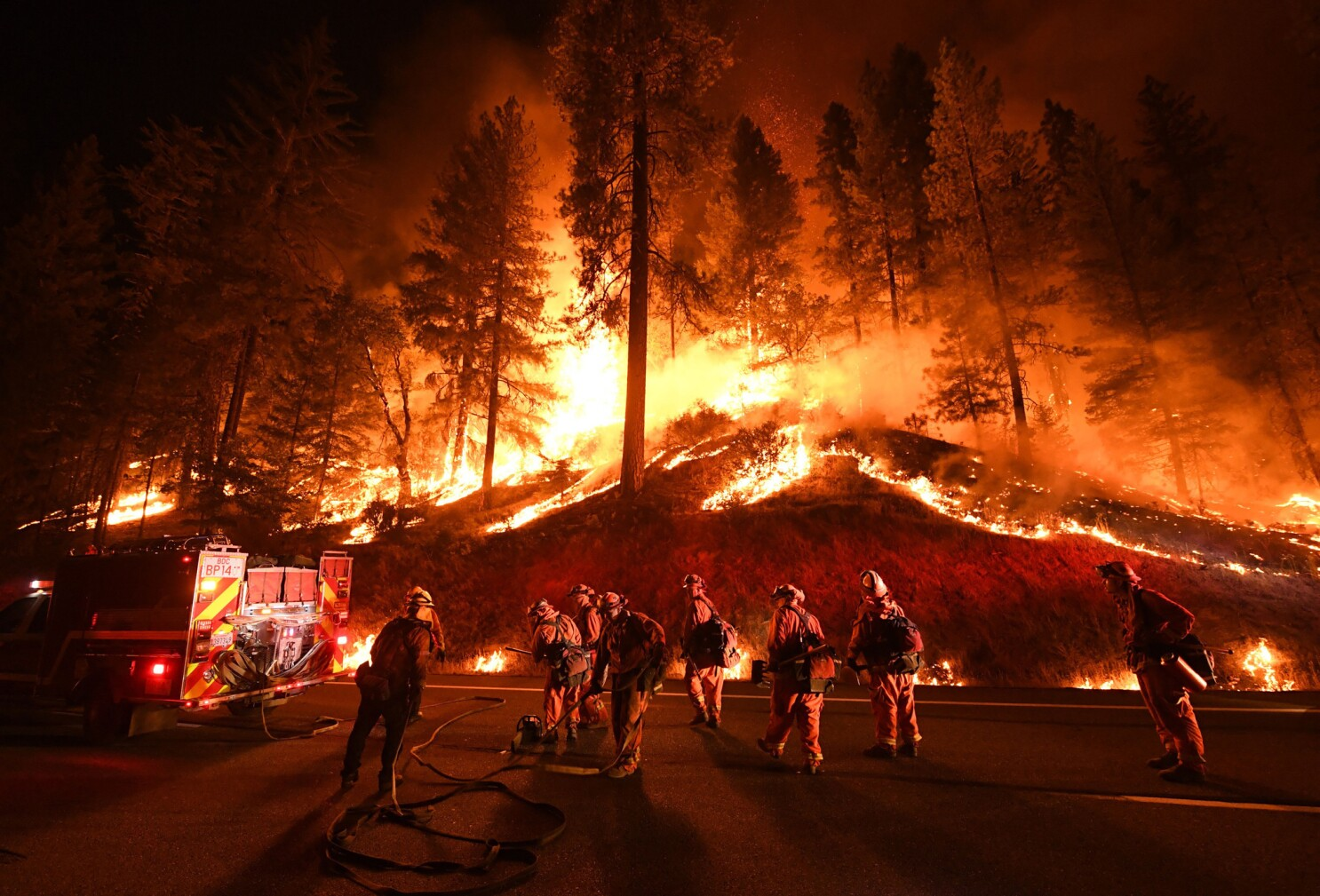 Trump opens new war with California over wildfires, seeking to slash  payments for firefighting on federal land - Los Angeles Times