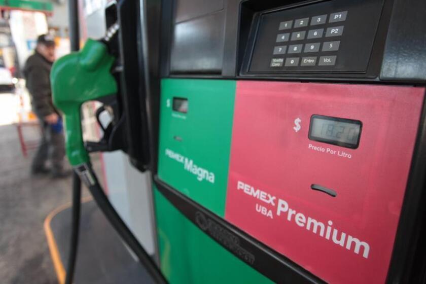 Aspecto de un surtidor de combustible en una estación de gasolina en Ciudad de México (México). EFE/Archivo
