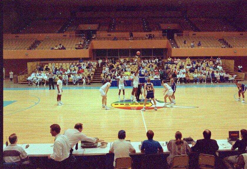 United States International University, which declared bankruptcy Dec. 20, played its last game before 483 at Golden Hall on March 4, 1991. Missouri-Kansas City took a 128-119 victory over USIU. The loss dropped USIU to 2-26. PHOTO BY ROBERT GAUTHIER / SAN DIEGO UNION