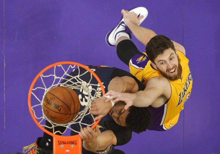 Pelicans aplastan a los Lakers.