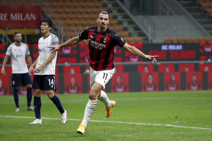 Zlatan Ibrahimovic del Milan celebra su gol contra Bolonia
