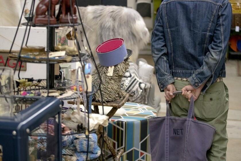 3082766_la-hm-nathan-turner-shopping-001.JPG