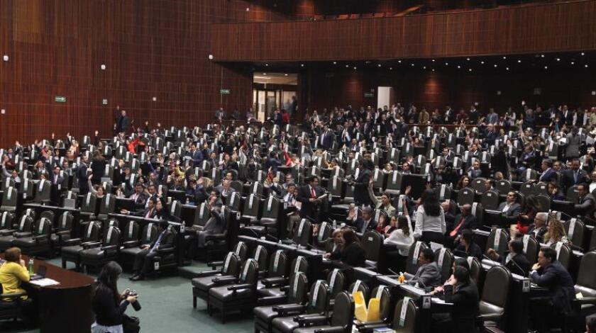 Diputados mexicanos participan en una sesión en la Cámara de Diputados, en Ciudad de México (México). EFE/Archivo