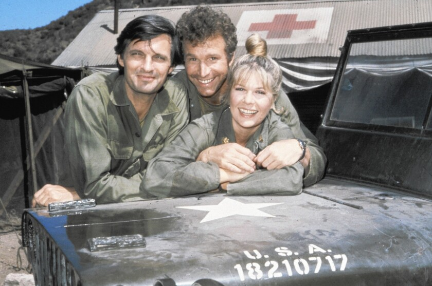"Wayne Rogers, center, with fellow ""MASH"" stars Alan Alda and Loretta Swit in 1972."