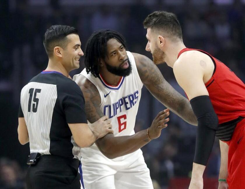 El jugador DeAndre Jordan (c) de Los Ángeles Clippers durante un partido de la NBA. EFE/Archivo