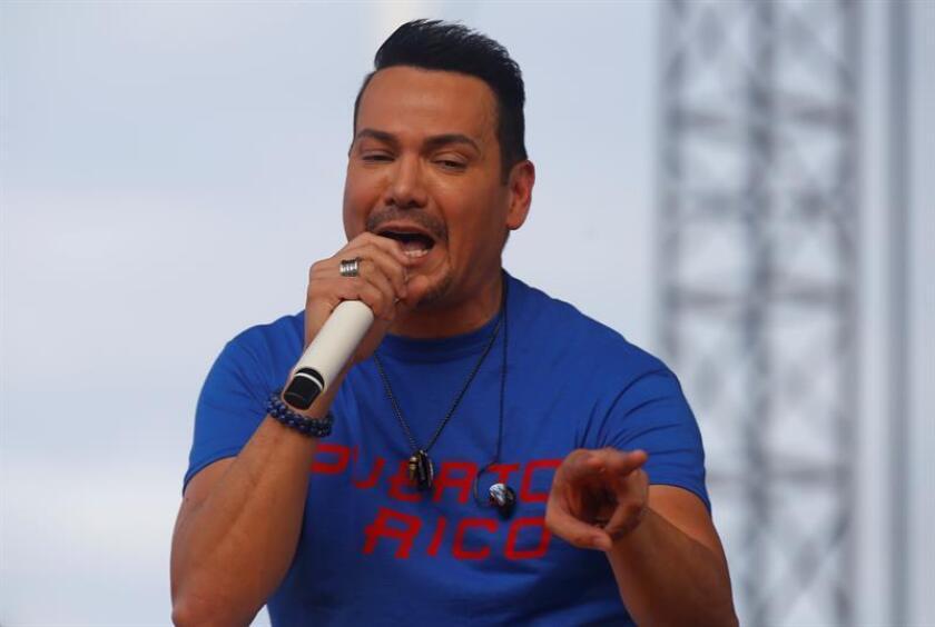 El cantante Víctor Manuelle durante un concierto. EFE/Archivo