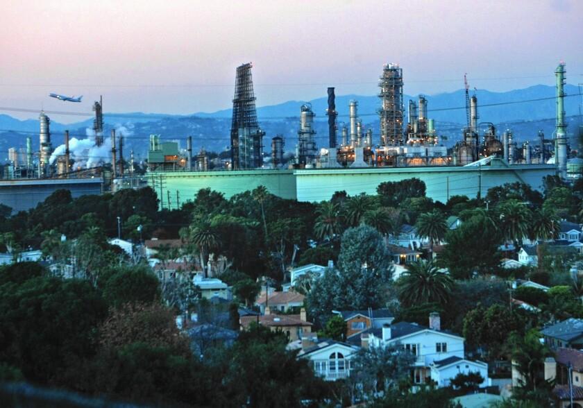 la-169981-me-1113-la-me-chevron-refinery-1-mamjp-20160108