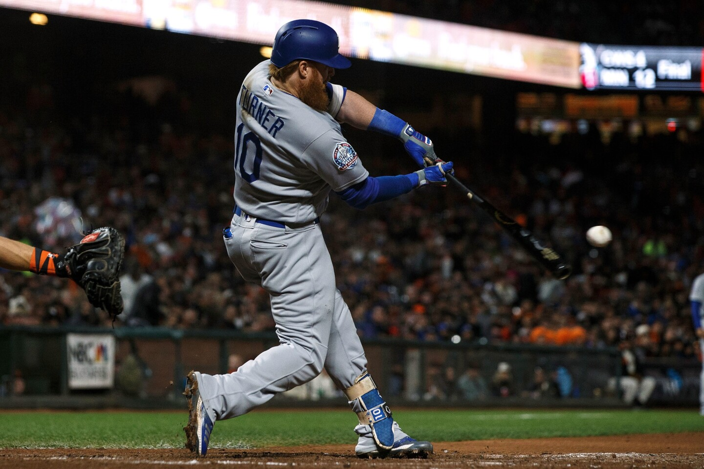 SAN FRANCISCO, CA - SEPTEMBER 28: Justin Turner #10 of the Los Angeles Dodgers hits a two run home run against the San Francisco Giants during the fifth inning at AT&T Park on September 28, 2018 in San Francisco, California. The Los Angeles Dodgers defeated the San Francisco Giants 3-1. (Photo by Jason O. Watson/Getty Images) ** OUTS - ELSENT, FPG, CM - OUTS * NM, PH, VA if sourced by CT, LA or MoD **