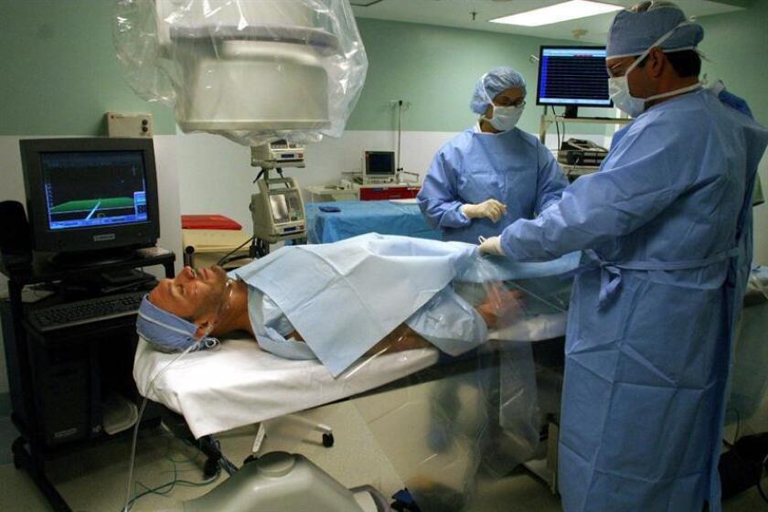 En la actualidad hay en Puerto Rico 9.000 médicos y en el periodo comprendido entre el 2009 al 2014, el número de facultativos pasó de 13.452 a 11.088, lo que equivale a una pérdida de 472 médicos por año. EFE