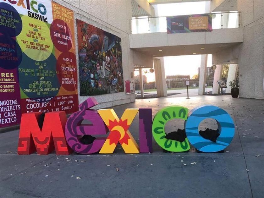 Fotografía cedida por el Consulado de México en Austin que con innovación con sello mexicano desembarcó hoy en el festival SXSW de Austin, un evento de tres días en el que participarán start-ups, empresarios e inversores dedicados a imaginar el futuro y las posibilidades de la tecnología. Conferencias, debates y encuentros de todo tipo protagonizan la cuarta edición de Casa México, que abrió hoy sus puertas en el museo Mexic-Arte de la ciudad tejana y que bajará el telón el próximo domingo. EFE/Consulado de México en Austin/SOLO USO EDITORIAL/NO VENTAS