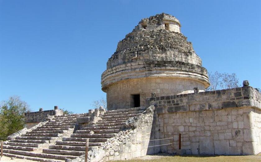 """Fotografía de archivo fechada el 24 de febrero de 2010 que muestra la estructura """"El caracol"""", en la zona arqueológica de Chichen Itza, en el estado de Yucatán (México). EFE/Archivo"""