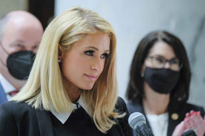 Paris Hilton, quien ha hablado sobre los abusos que dijo que experimentó en el internado Provo Canyon Schoo