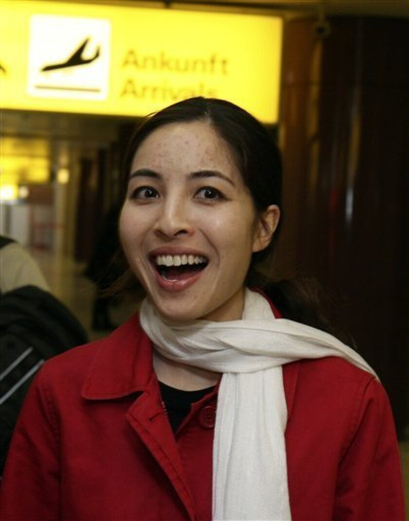 US-Iranian journalist Roxana Saberi smiles as she arrives at the airport in Schwechat, Austria, on Friday, May 15, 2009. Saberi, the American journalist accused of spying on Iran, has arrived in Austria after her release from an Iranian jail. (AP Photo/Ronald Zak)