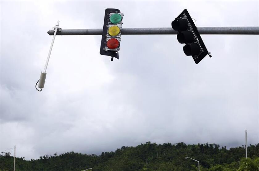 El Departamento de Transportación y Obras Públicas (DTOP) y la Autoridad de Carreteras y Transportación (ACT), informó hoy que antes de que comience la próxima temporada de huracanes la totalidad de los semáforos en San Juan estarán arreglados. EFE/Archivo