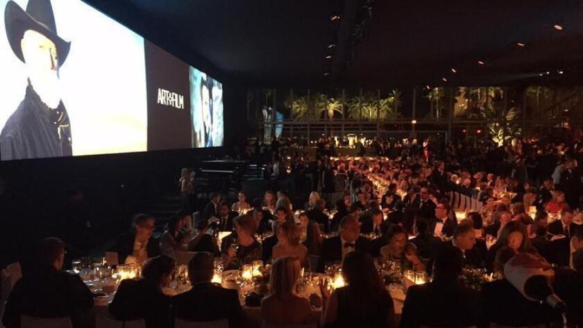 Los artistas del mundo del arte y celebridades de Hollywood se reunieron el sábado por la noche para quinta gala anual de Los Angeles County Museum of Art's Art + Film Gala, donde Leonardo DiCaprio y Eva Chow fueron los codirectores del evento.