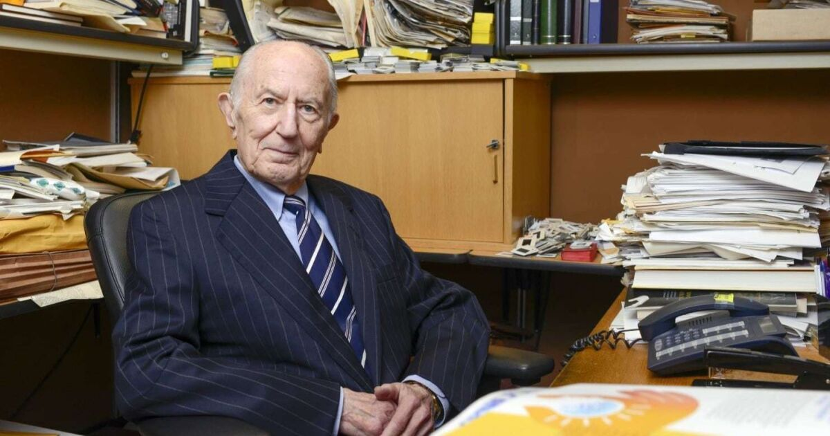 Dr  Donald Seldin, who made UT Southwestern a medical