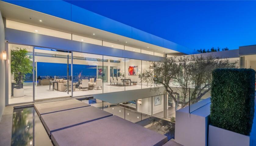 Yan Bin's Beverly Hills mansion