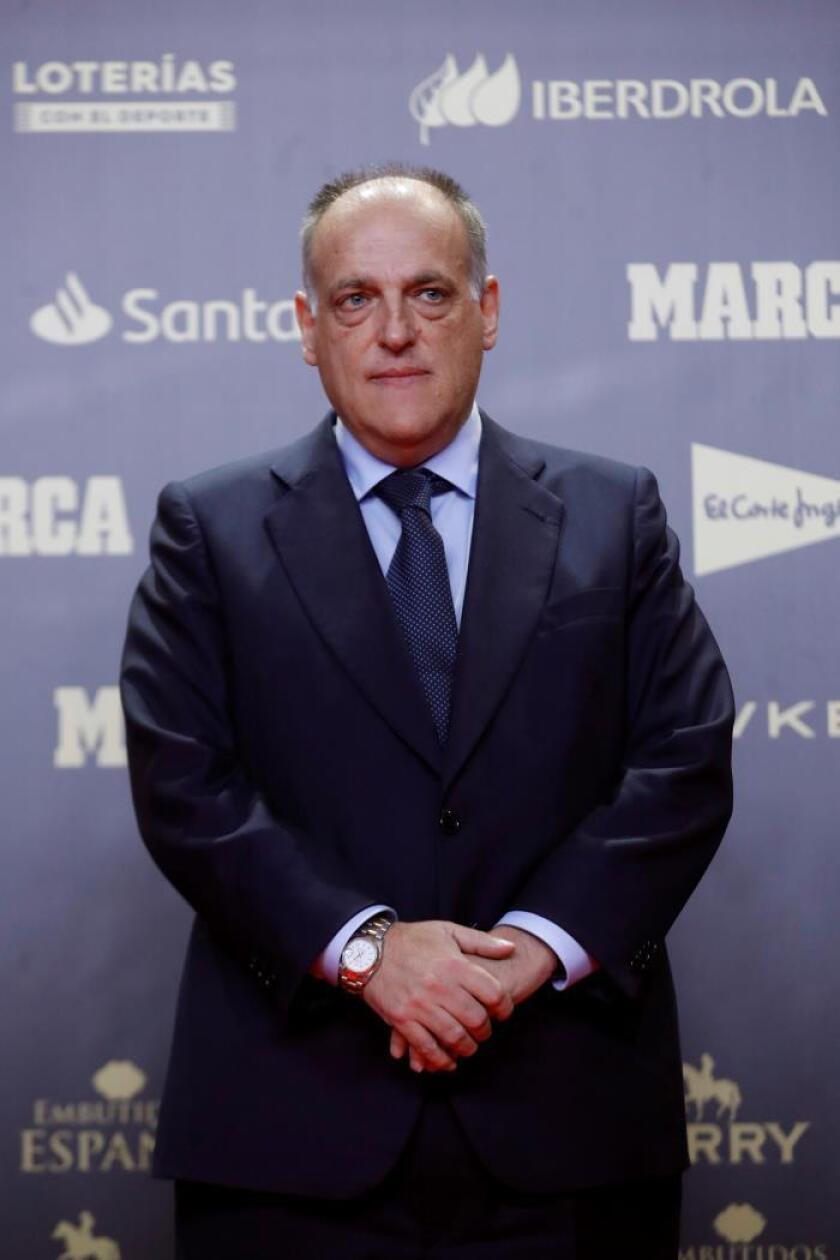 El presidente de LaLiga, Javier Tebas, posa durante el photocall del almuerzo conmemorativo con motivo del 80? aniversario del diario Marca. EFE
