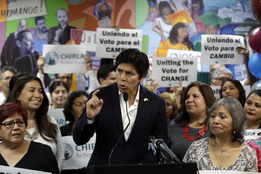 El senador estatal demostró tener la experiencia y el pragmatismo necesario para producir leyes.(AP Photo/Marcio Jose Sanchez)
