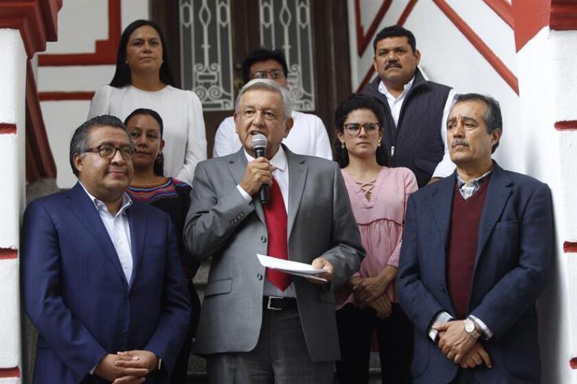 El presidente electo de México, Andrés Manuel López Obrador, participa en una rueda de prensa hoy, martes 14 de agosto de 2018, en Ciudad de México (México). Obrador, anunció hoy la creación del Instituto Nacional de Pueblos Indígenas en su futura administración. EFE