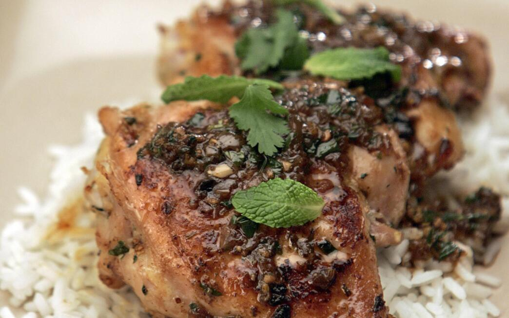 Pan-fried spicy chicken with mint and ginger (Ga chien)