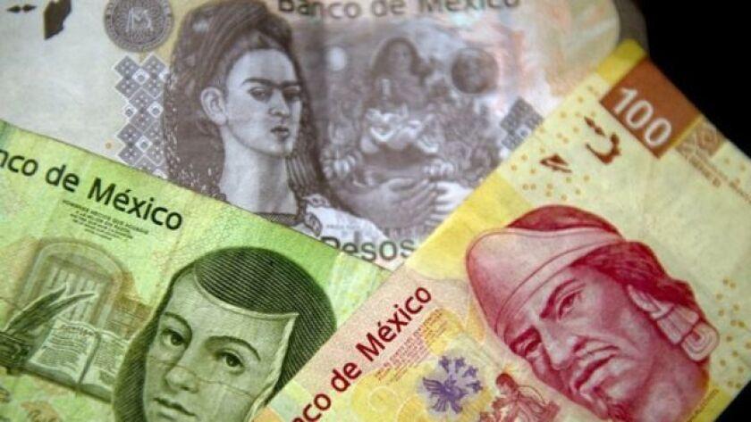 La moneda mexicana es la que más ha perdido valor en el último trimestre. ¿Por qué?