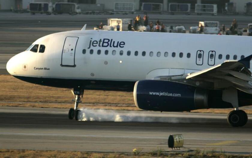 JetBlue busca también inspirar a otras aerolíneas y empresas a tomar esta misma postura hacia Cuba, según cita un reporte de la estatal Agencia Cubana de Noticias. EFE/Archivo