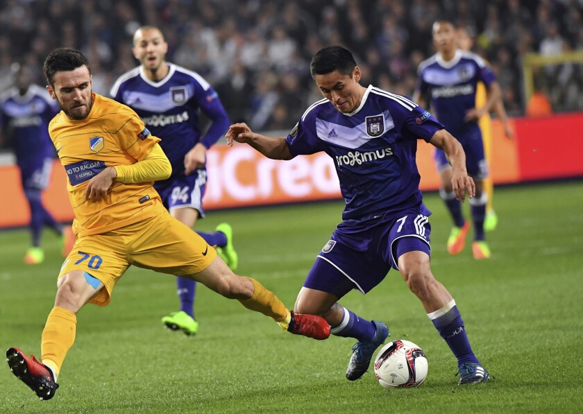 Anderlecht's Andy Najar, right, battles APOEL's Yannis Gianniotas during a Europa League match March 16, 2017.