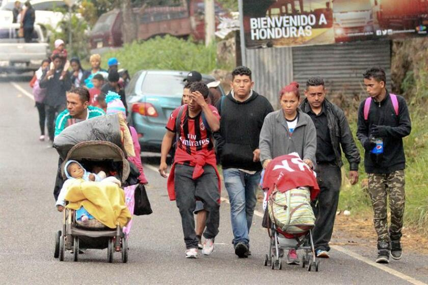 Honduran migrants head to a police checkpoint before continuing their passage in Agua Caliente, Honduras, 16 January 2019. Hundreds of Hondurans who have joined the caravan of migrants who left Monday their country are waiting today in Agua Caliente to cross the border and enter Guatemala. EPA-EFE/Gustavo Amador