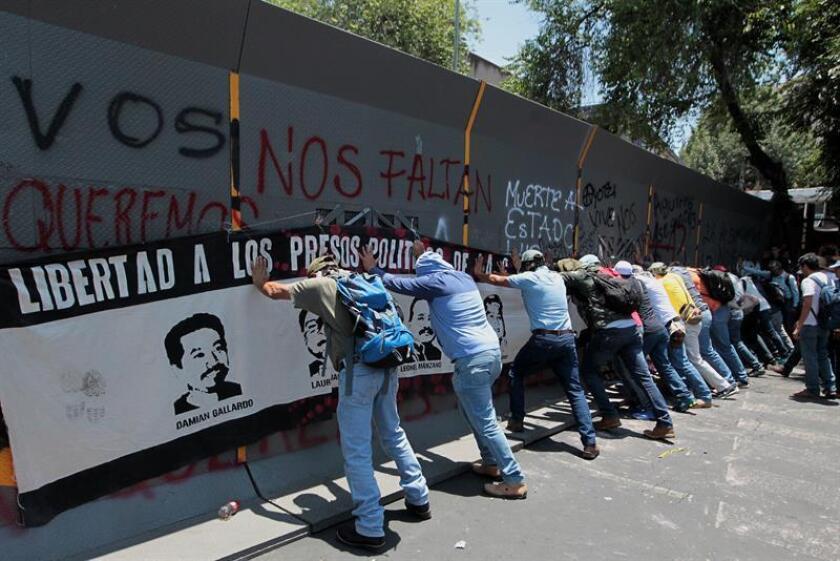 Los maestros disidentes que llevaron a cabo movilizaciones durante las dos últimas semanas y se instalaron en los alrededores de la Secretaría de Gobernación (Interior) de México levantaron hoy el plantón que iniciaron el 4 de junio. EFE/ARCHIVO