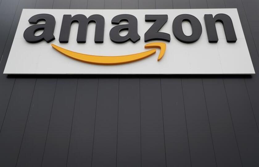 Vista del logotipo de la multinacional estadounidense del comercio electrónico Amazon en un centro de distribución de Werne, en Alemania, el 22 de noviembre de 2018. EFE/Archivo